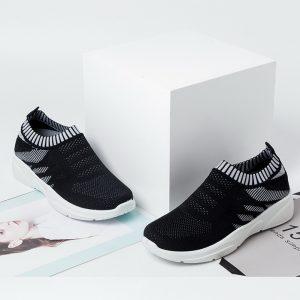 Sepatu Slip On Wanita Rajut Warna Hitam