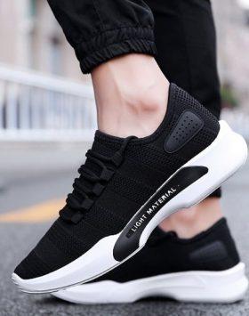 Sepatu Sneakers Cowok Warna Hitam 1