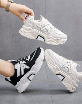 Sepatu Sport Sneakers Wanita